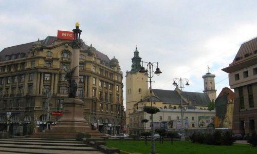 Zdjęcie UKRAINA / Lwowski / Lwów / za pomnikiem dom rodzinny  naszego kolegi jkh12