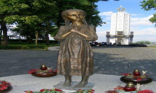 Zdjęcie UKRAINA / - / Kijów / Dziewczynka z Pomnika Wielkiego Głodu