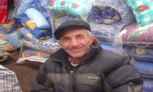 UKRAINA / Zach. Ukraina / Stanisławów / Sympatyczny sprzedawca pościeli :)