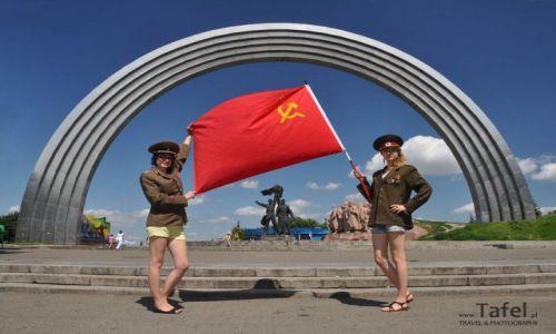Zdjecie UKRAINA / Kijów / Kijów - Pomnik Przyjaźni Ukraińsko-Radzieckiej / Wspomnienia po  ZSRR