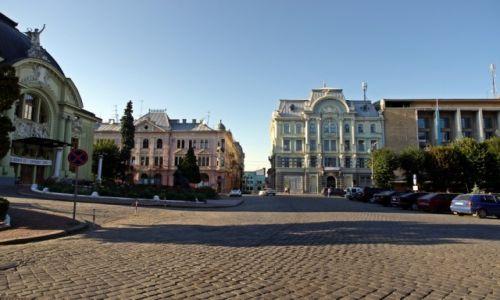 Zdjecie UKRAINA / Bukowina / Czerniowce / W wieczornym świetle