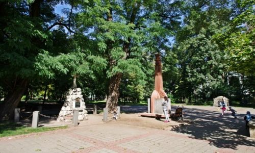 UKRAINA / Galicja / Iwano-Frankiwsk / Park-cmentarz