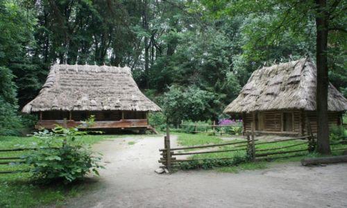 Zdjęcie UKRAINA / Halyczyna / Muzeum Architektury Ludowej i Życia Wiejskiego we Lwowie / Zagroda z Bojkowszczyzny
