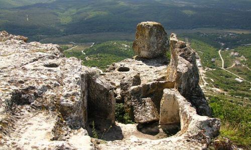 UKRAINA / Krym / twierdza Tepe Kermen / widok ze szczytu
