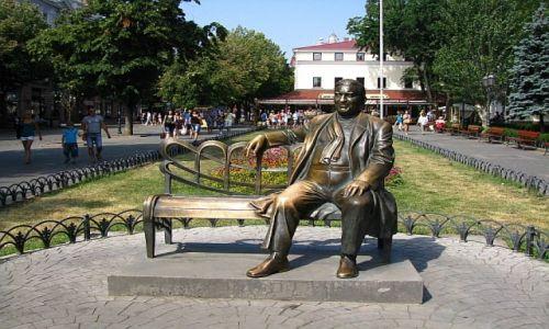 UKRAINA / Obwód Odeski / Odessa / park miejski - ławeczka L. Utesowa