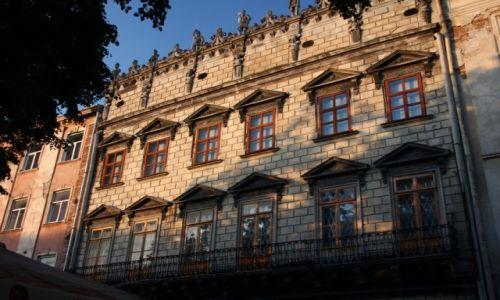 Zdjęcie UKRAINA / Zachodnia Ukraina / Lwów / Wieczorna kamienica