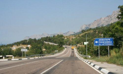 Zdjęcie UKRAINA / Krym / Ponyzivka / Jużnobierieżnoje Szosse - szeroka droga wzdłuż południowego wybrzeża Krymu.