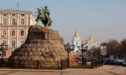 Zdjecie UKRAINA / Kij�w / pomnik Bohdana Chmielnickiego, w tle cerkiew �w. Micha�a / Jak tu obok teg