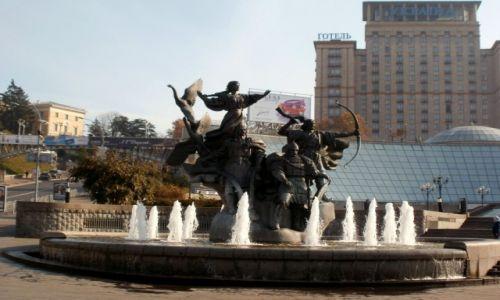 Zdjecie UKRAINA / Kij�w / Majdan, pomnik za�o�ycieli Kijowa / ciekawe co by O
