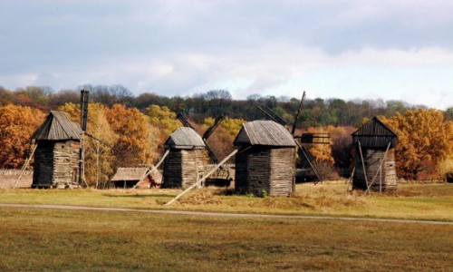 Zdjecie UKRAINA / Kijów / Muzeum narodowej architektury, Pirogowo / Wiatraki