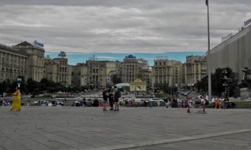 Zdjecie UKRAINA / Kijów / Kijów / cały tan Majdan
