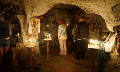 Zdjecie UKRAINA / Kmieniec Podolski / Bakota, Monaster św. Michała Archanioła / Modlitwa