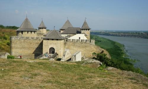 Zdjęcie UKRAINA / Czerniowce / Na brzegu rzeki Dniestr  / Zamek w Chocimiu