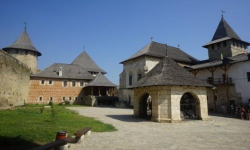 Zdjęcie UKRAINA / Czerniowce / Zamek w Chocimiu / Na dziedzińcu