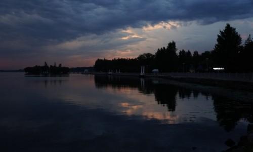 Zdjęcie UKRAINA / Tarnopol / . / Bulwar o zmroku