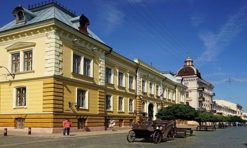 Zdjęcie UKRAINA / Bukowina / Czerniowce / Na deptaku