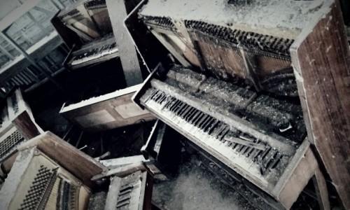 Zdjecie UKRAINA / obwód Kijowski / Czarnobyl/Prypeć / sklep z pianinami