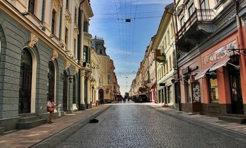 Zdjecie UKRAINA / Bukowina / Czerniowce / Miasto się budzi