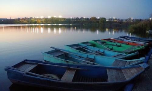 Zdjęcie UKRAINA / Charków / Rzeka Charkiw / Łodzie