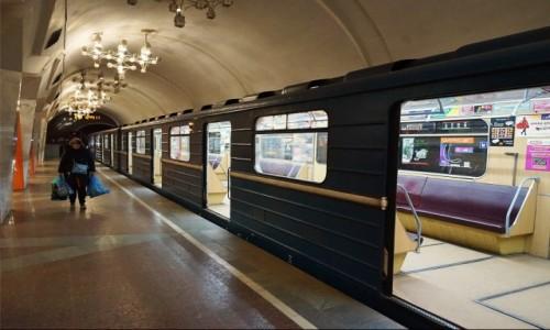 Zdjęcie UKRAINA / Charków / Metro, Plac Konstytucji / Powrót do domu
