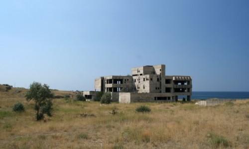 UKRAINA / Krym / Sudak / Niedokończony ośrodek wypoczynkowy Miedwieżonok
