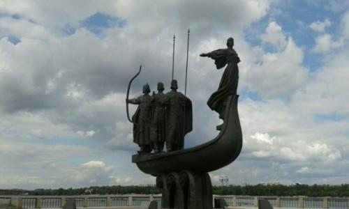 UKRAINA / Kijów / Park Nowodnycki / Pomnik założycieli Kijowa