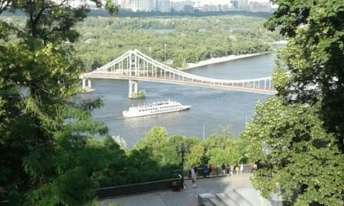 UKRAINA / Kijów / Widok z Gorki Wołodymierza / Statki na rzece w Kijowie-2