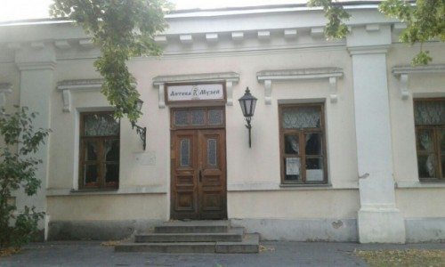 UKRAINA / Kijów / Ul. Froliwśka / Muzeum Apteka w Kijowie-1