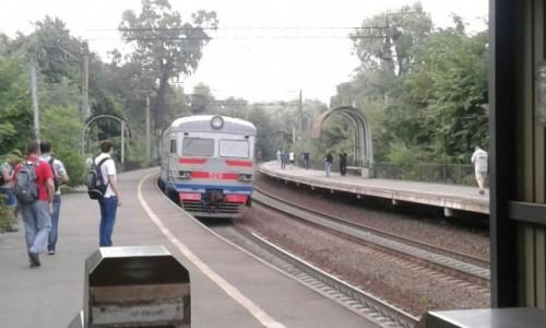 UKRAINA / Kijów / Park Nywki / Pociąg miejski w Kijowie-4