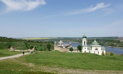 Zdjecie UKRAINA / Bukowina / Chocim / Cerkiew św. Aleksandra Newskiego i zamek w Chocimiu