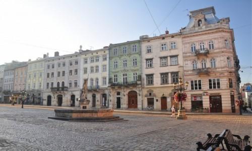 Zdjecie UKRAINA / Obwód lwowski / Lwów / Rynek we Lwowie o poranku