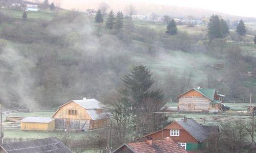 Zdjecie UKRAINA / Worochta / wioska / mglaPoranna...
