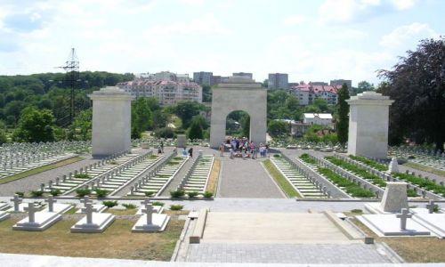 UKRAINA / Lwów / część cmentarza Łyczakowskiego we Lwowie / Tu spoczywają Orlęta Lwowskie