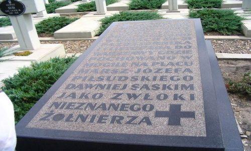 UKRAINA / Obwód Lwowski / Lwów - Cmentarz Łyczakowski / mogiła Nieznanego Żołnierza