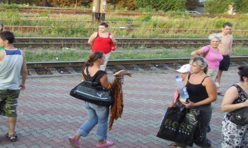 Zdjecie UKRAINA / Krym / Krym / Podczas postoju pociagu kupisz wszystko