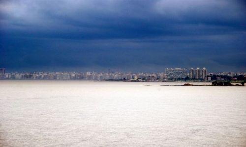 Zdjęcie URUGWAJ / Montevideo  / Montevideo  / mroczny widok na stolice