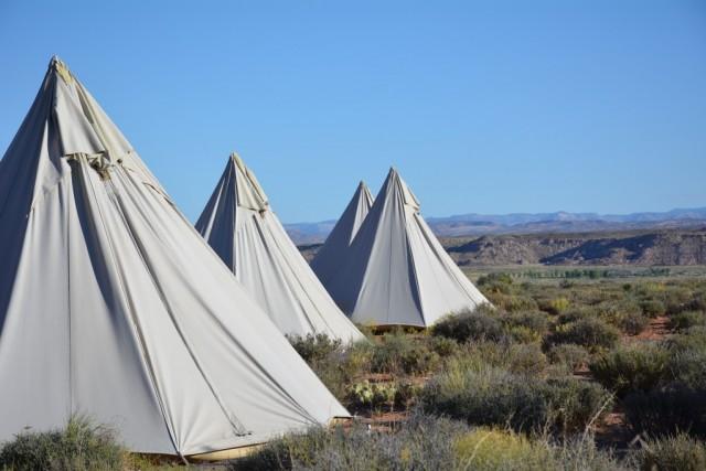 Zdjęcia: Moab Under Canvas, Utah, Hotel w Tipi na pustyni, w tle Arches N.P., USA