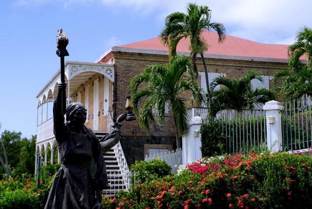 Zdjęcia: Charlotte Amalie, Wyspy Dziewicze Stanów Zjednoczonych, Pomnik Trzech Królowych przy Zamku Czarnobrodego, USA