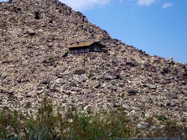 Zdjęcia: Kalifornia, domek w dziwnym miejscu, USA