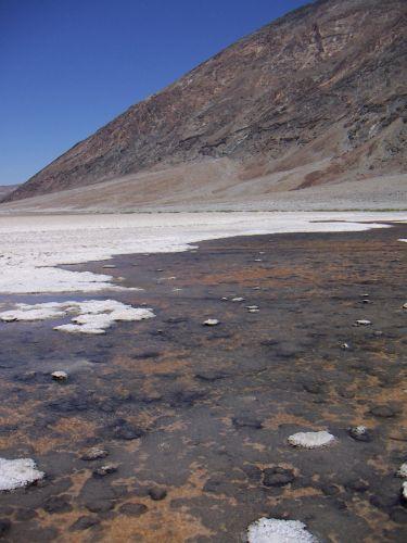 Zdj�cia: na dnie doliny jest woda  ( niezdatna do picia ), PARK NARODOWY DOLINA �MIERCI, USA