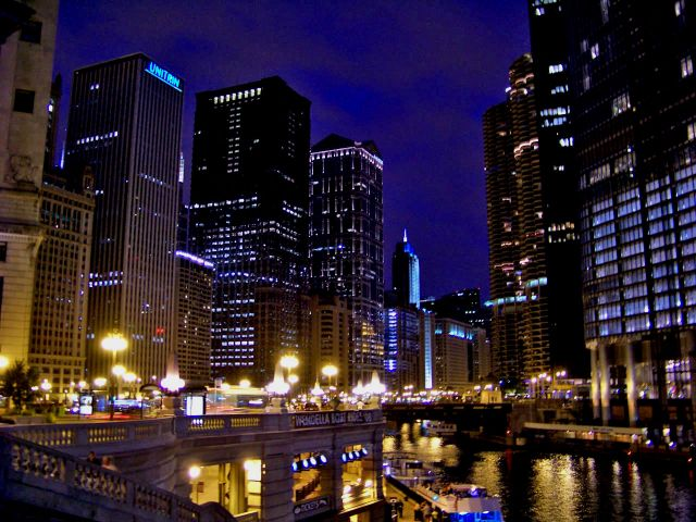 Zdjęcia: Illinois / Chicago, wiezowce nad Chicago River, USA