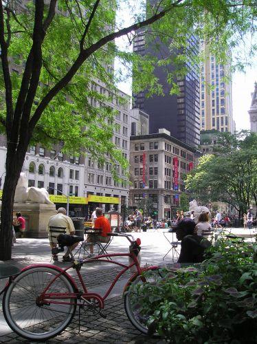 """Zdjęcia: Nowy Jork, """"Przyległości"""" biblioteki publicznej, USA"""