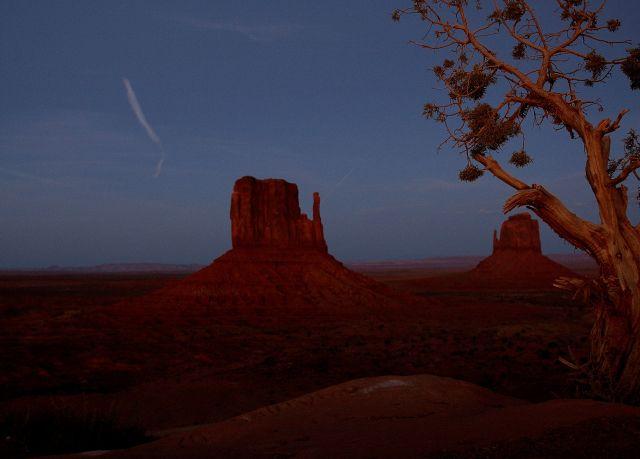 Zdjęcia: Monument Valley, Arizona, Cudowna kraina Navajo -  zmierzch...., USA