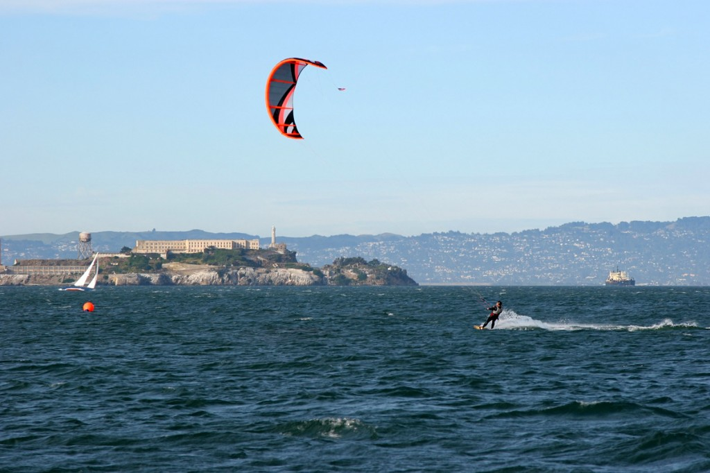 Zdjęcia: San Francisco, California, Kite surfer - Alcatraz w tle, USA