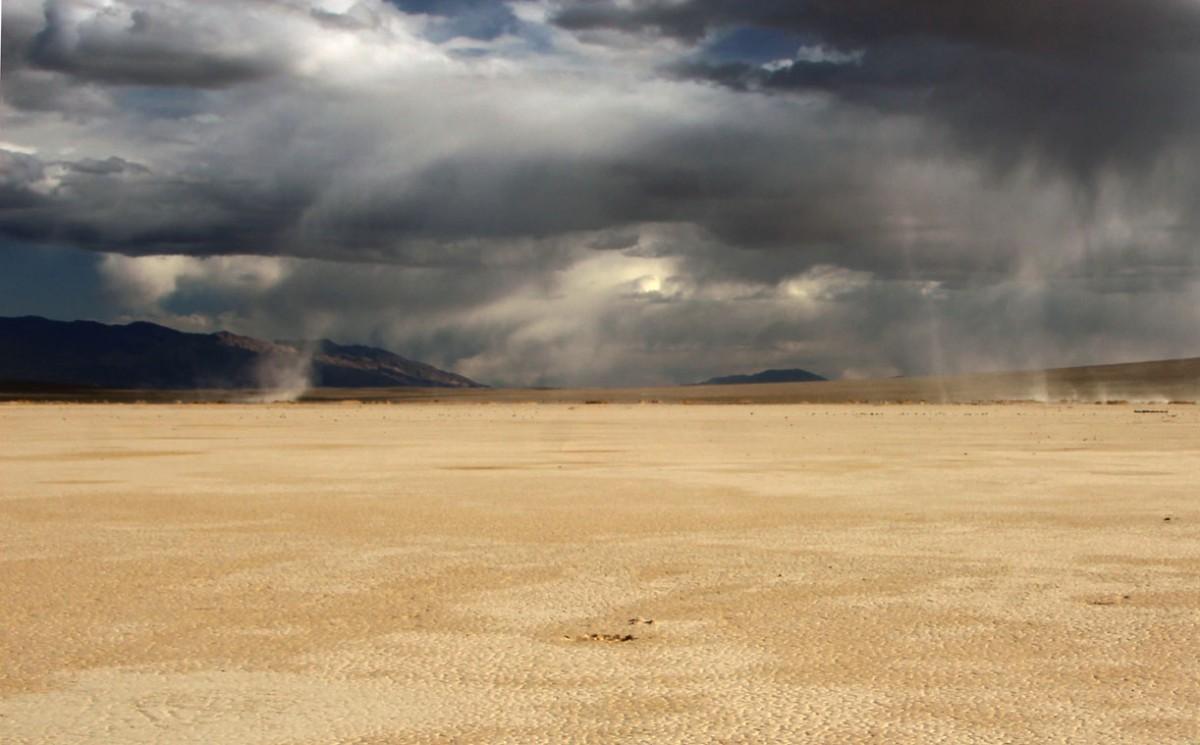 Zdjęcia: Dolina Smierci, Kalifornia, W Dolinie Smierci tez czasami pada..., USA