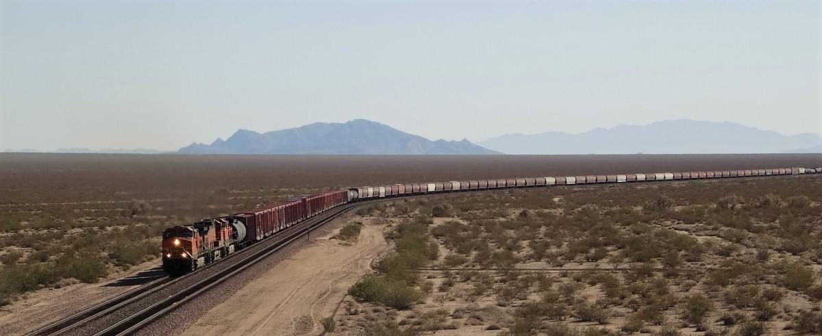 Zdjęcia: Gdzieś po drodze, Kalifornia, Jedzie pociąg z daleka..., USA