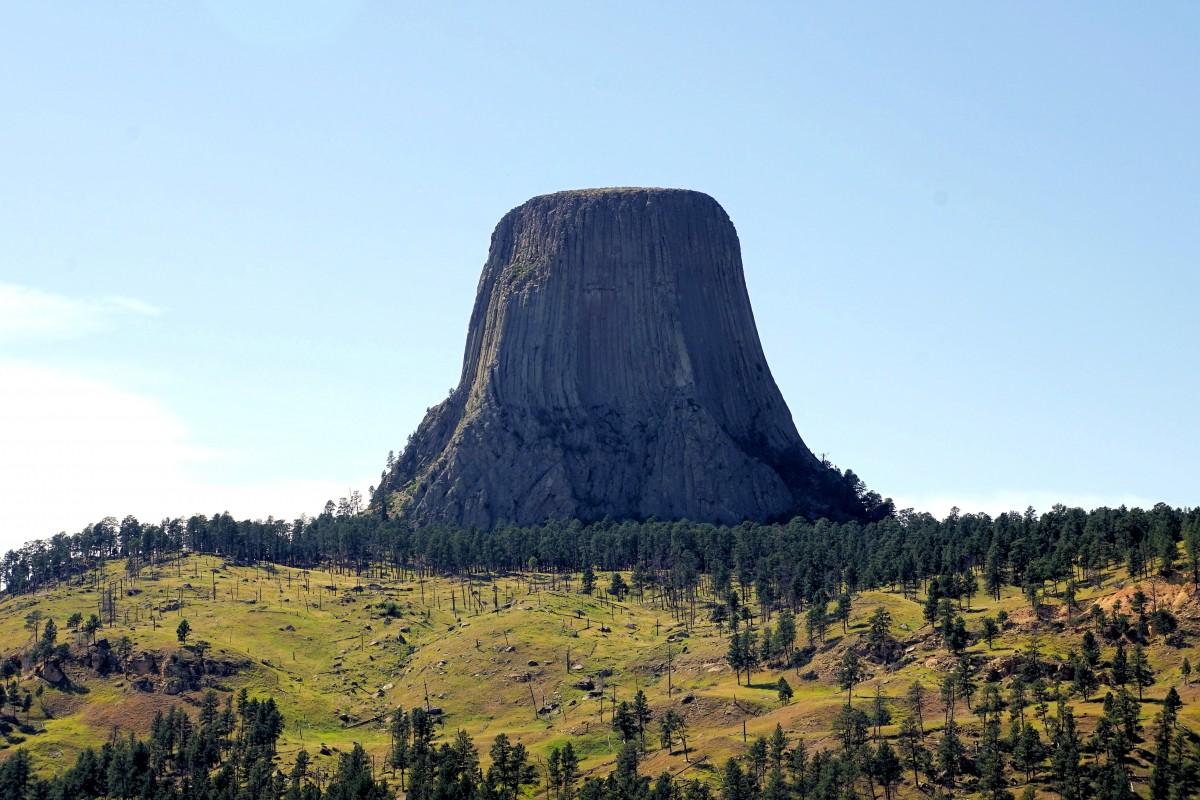Zdjęcia: Devils Tower National Monument, Wyoming, Widok z drogi do Devils Tower, USA