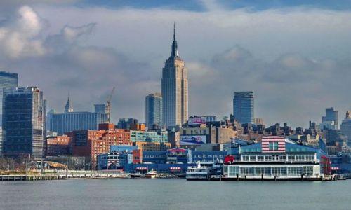 Zdjęcie USA / NY / NYC / Empire State w gąszczu budynków