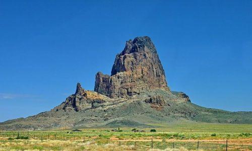 Zdjęcie USA / Arizona / Monument Valley / Samotna skała w Munument Valley