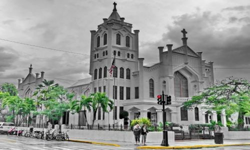 Zdjecie USA / Floryda / Key West / Kościółek główny i palmy w Key West